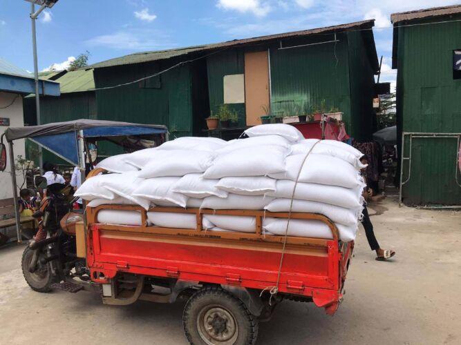 rock-foundation-cambodia-community-outreach-food-shipment